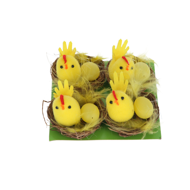 Wielkanocne gniazdo z kurczakami
