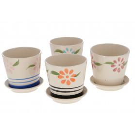 Ceramiczna doniczka zdobiona kwiatowym wzorem