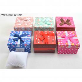 Bożonarodzeniowe pudełko prezentowe z poduszką